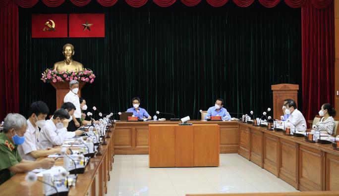 Phó Thủ tướng Vũ Đức Đam họp với TP HCM về kế hoạch tiêm vắc-xin đợt 5